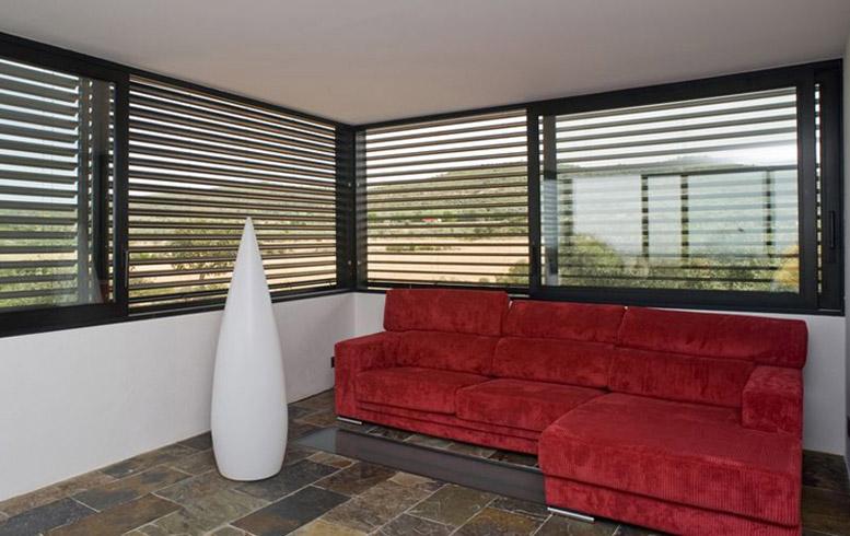 Produzione finestre frangisole a brescia am serramenti - Pellicole oscuranti per finestre ...